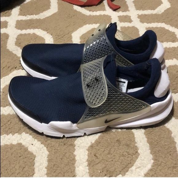 Nike Shoes | Nike Laceless Tennis Shoes